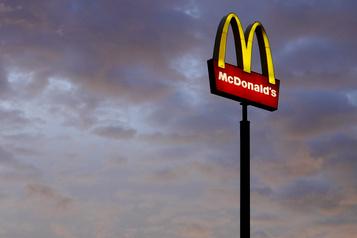 Trois employés de McDonald's maintenant contaminés à Montréal