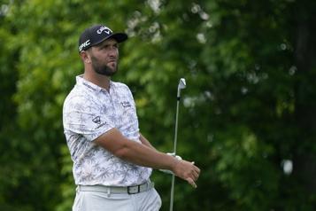 Championnat de la PGA Positif à la COVID-19, Jon Rahm est forcé d'abandonner)