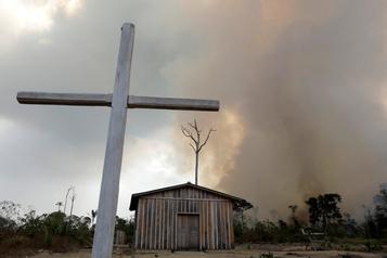 Le pape dénonce les crimes écologiques Amazonie, mais dit non à l'idée de prêtres mariés
