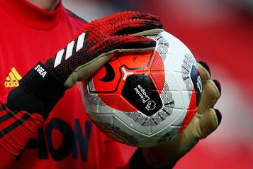 Coronavirus, argent public et salaires mirifiques… Orage sur le foot anglais