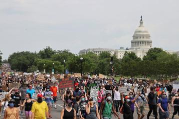 «Pas de justice, pas de paix»: mobilisation massive à Washington)