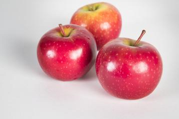 Le thé, les pommes et les baies réduiraient la pression artérielle)
