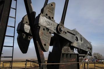 Hésitant en séance, le pétrole termine en modeste hausse)