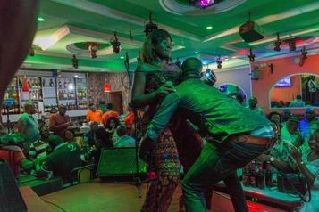 Les chanteuses de bikutsi célèbrent la sexualité féminine