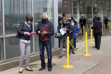 Vaccin d'AstraZeneca pour les 45ans et plus «Il y aura des files d'attente», prévient Québec)