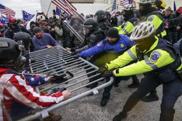 Assaut du Capitole Le Congrès décerne sa plus haute distinction à la police pour le 6-janvier)
