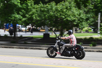 Trois motocyclistes tués sur la route, un enfant lutte pour sa vie )
