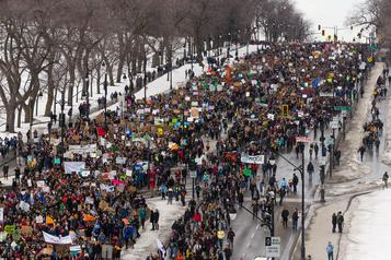 Manifestations: Montréal va abroger le règlement P-6