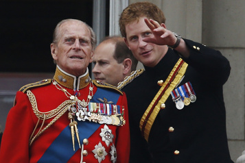 Royaume-Uni Harry et William rendent hommage à leur grand-père Philip)
