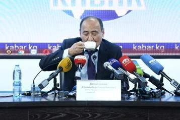 Le Kirghizstan promeut une racine toxique pour guérir de la COVID-19)