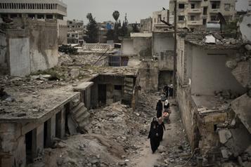 Après une décennie de guerre, peu d'avenir en Syrie pour les enfants)