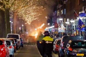 Pays-Bas Deuxième nuit d'émeutes après l'imposition d'un couvre-feu)
