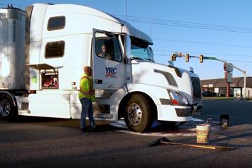 Utah Deux fillettes indemnes après avoir pris l'auto et percuté un camion)