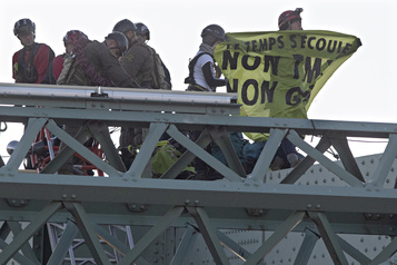 Escalade du pont Jacques-Cartier : comparution des militants d'Extinction Rebellion