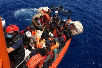 Nouveau sauvetage de l'Ocean Viking en Méditerranée)