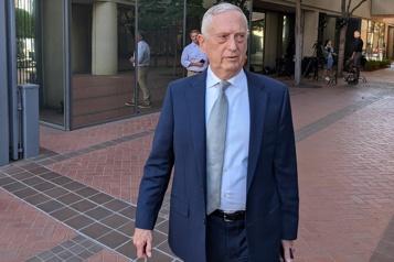Un ancien secrétaire à la Défense témoigne au procès Theranos)