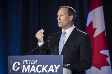 Direction du PCC Peter MacKay fait le point sur sa défaite)