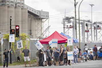 Grève illimitée au port de Montréal: les milieux d'affaires réclament l'intervention d'Ottawa)