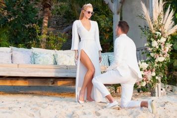 Paris Hilton se fiance le jour de son anniversaire)