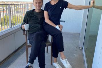Navalny dit que du Novitchok a été trouvé «dans et sur» son corps)