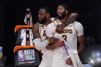 Anthony Davis reste avec les Lakers pour cinq ans et 190millions)