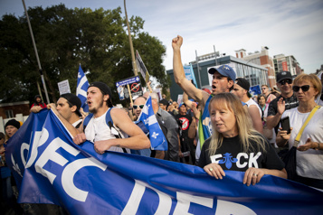 Manifestation contre les mesures sanitaires  Près de 1000personnes rassemblées au centre-ville)