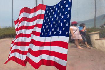 COVID-19: les États-Unis enregistrent 1300morts en 24h)