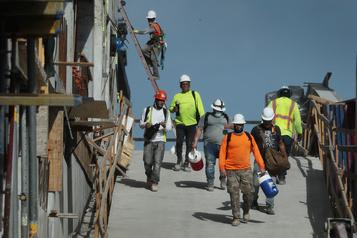 Les inscriptions au chômage repartent à la hausse à 870000 aux États-Unis)