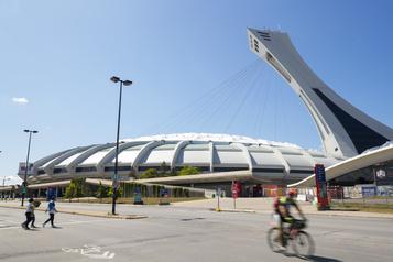 Les firmes lèvent le nez sur le toit du Stade)