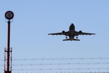 COVID-19: un avion des Forces armées doit revenir au pays)