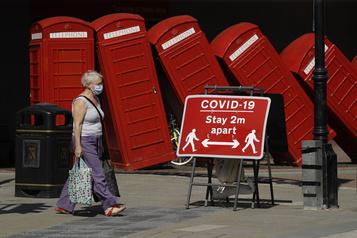 Royaume-Uni: changement de méthode pour compter les décès, le bilan baisse)