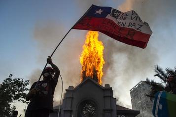 Chili: un premier anniversaire terni par l'incendie de deux églises)