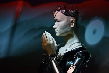 Un androïde enseigne la sagesse dans un temple japonais