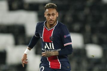 Neymar s'entend avec le Paris Saint-Germain jusqu'en 2025)