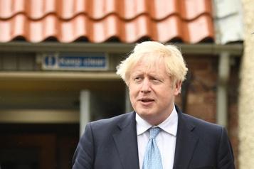 Les luxueuses vacances de Boris Johnson aux Caraïbes visées par une enquête)