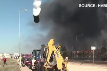 Une explosion transforme un réservoir en fusée