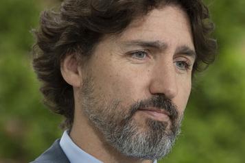 Silence de Trudeau: du théâtre et un manque de «courage», peste Blanchet)