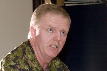 Opération vaccination L'Ontario recrute le général à la retraite Rick Hillier)