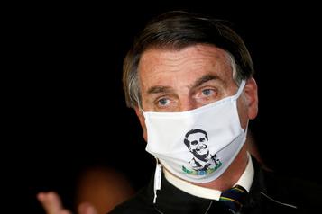 Bolsonaro subit un test après avoir ressenti des symptômes de la COVID-19)