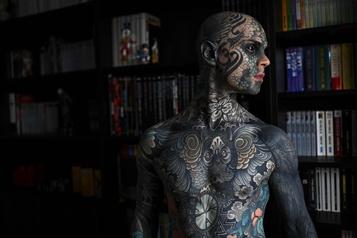 Freaky Hoody, instituteur le jour, star du tatouage la nuit)