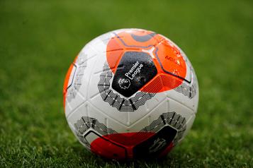 Soccer: six cas de COVID-19 en Angleterre, des infections en Russie aussi)