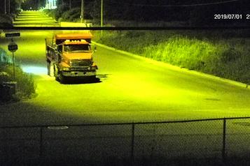 La police cherche des camions jetant des ordures illégalement à Laval