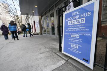 NewYork, à court de vaccins, met la pression sur le gouvernement Biden)