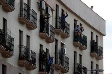 COVID-19: baisse du bilan quotidien en Espagne à 637morts