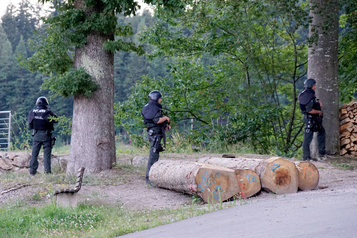 Allemagne: en Forêt-Noire, une chasse à l'homme digne de «Rambo»)
