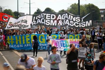 Allemagne: 35000 manifestants à Dresde contre l'extrême droite