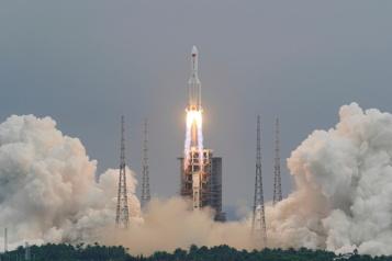 Des débris de la fusée chinoise visibles dans le ciel de Washington)