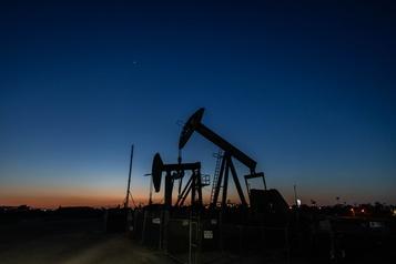 Le pétrole stable en attendant l'OPEP+)