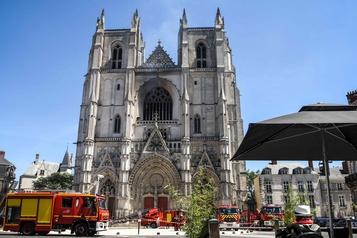 Incendie à la cathédrale de Nantes, en France)