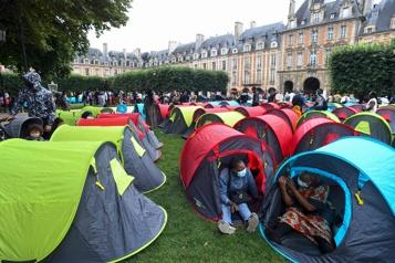 Droit au logement Environ 400sans-abri plantent leurs tentes dans un quartier chic de Paris)